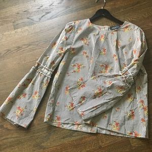 Trendy floral striped shirt with bell sleeves Sz L